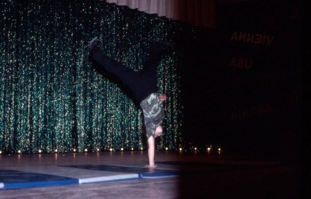 Dance 1 handed somersault 85.jpg