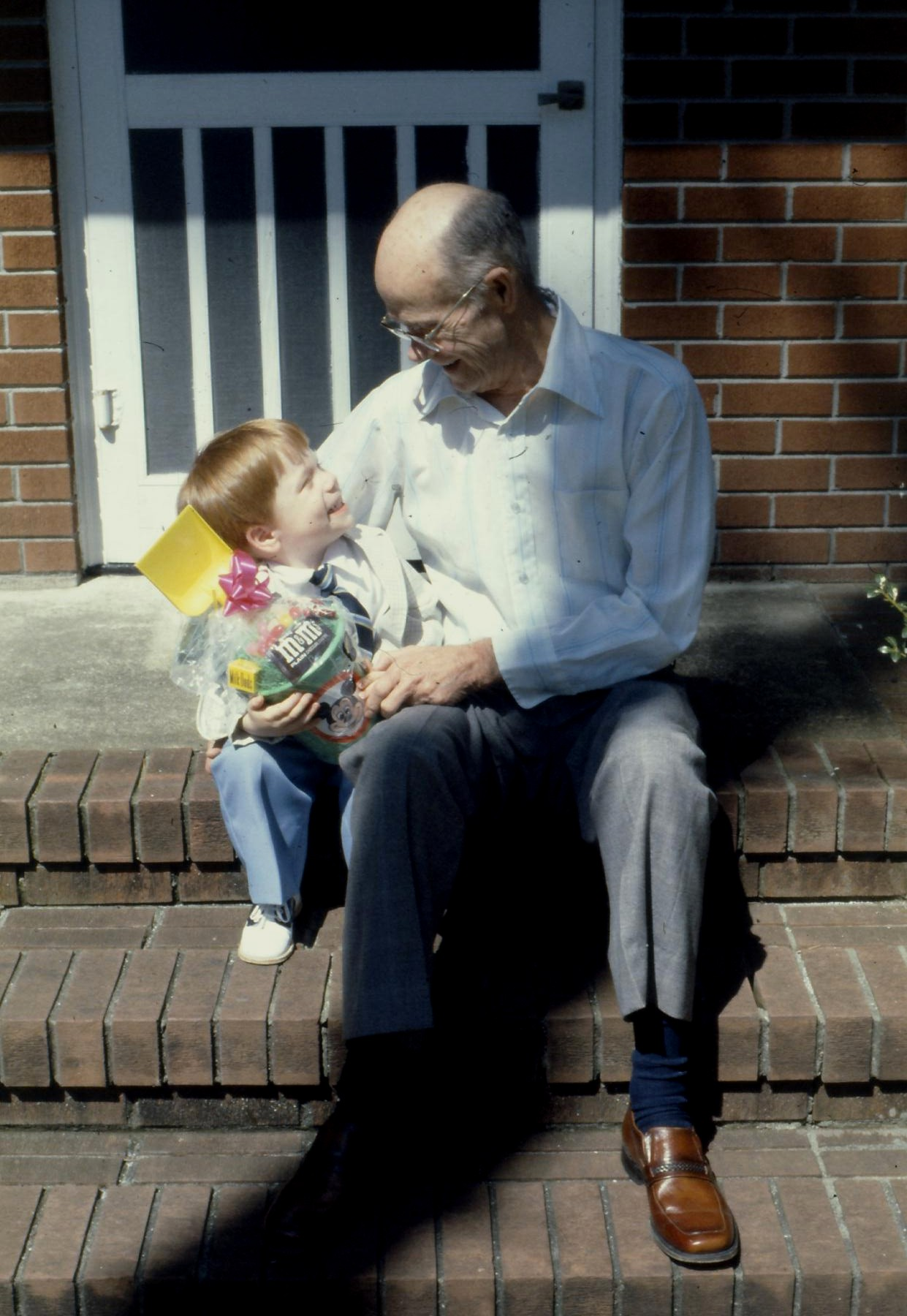 Easter With Grandaddad 2 1981.jpg